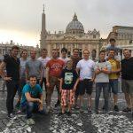 Gruppenfoto vor dem Petersdom
