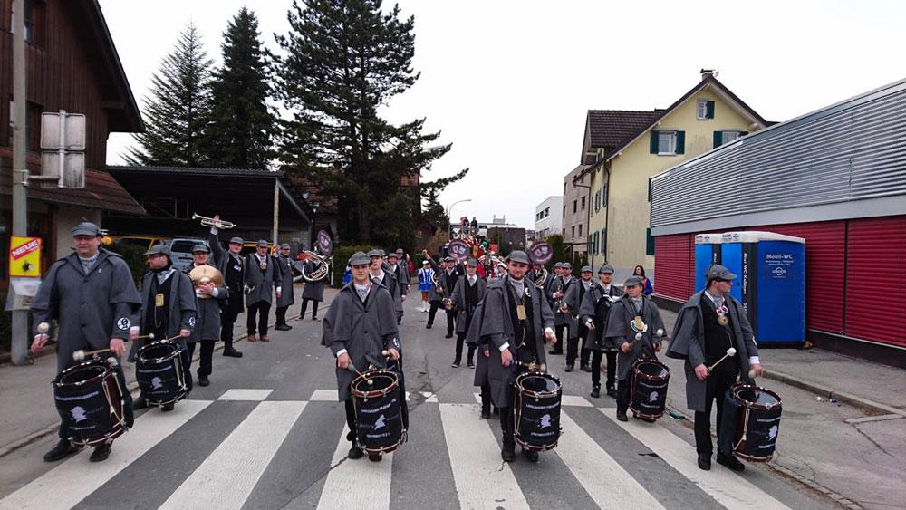 Der Fanfarenzug beim Umzug in Dornbirn