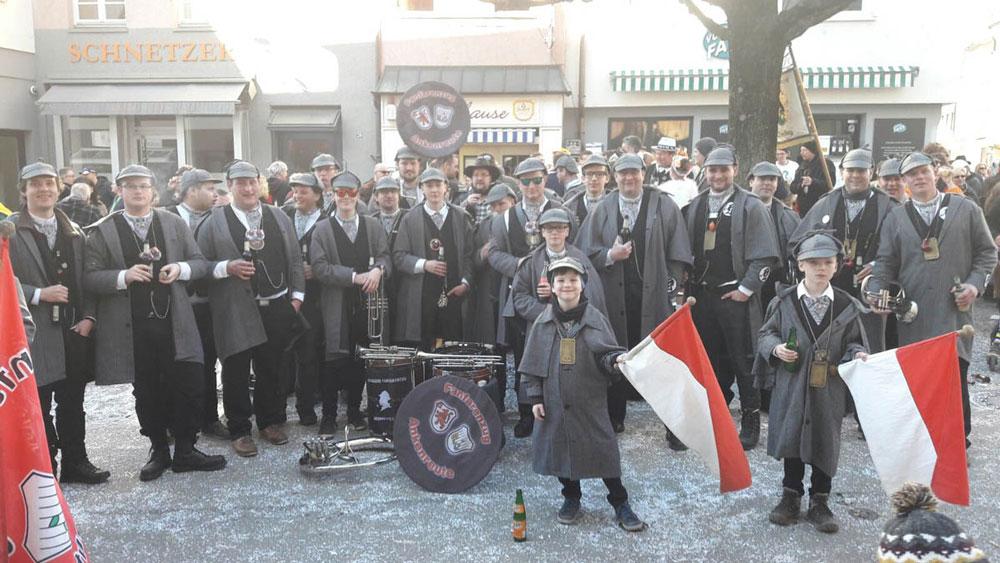 Der Fanfarenzug Ankenreute vor der Klause in Ravensburg