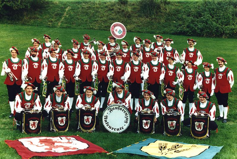 Gruppenfoto des Fanfarenzugs in den 90ern
