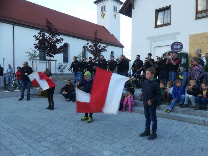 Maibaumstellen in Schlier 2018 - Fanfarenzug Ankenreute